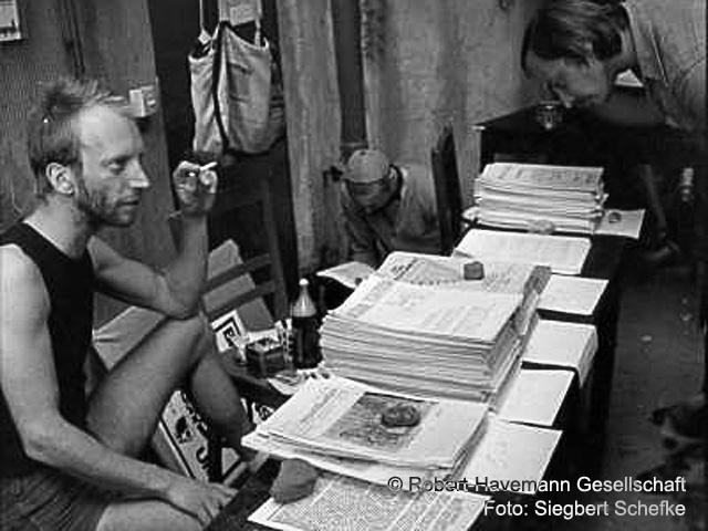 1989 Tom Sello verkauft Umweltblätter und Aufrufe