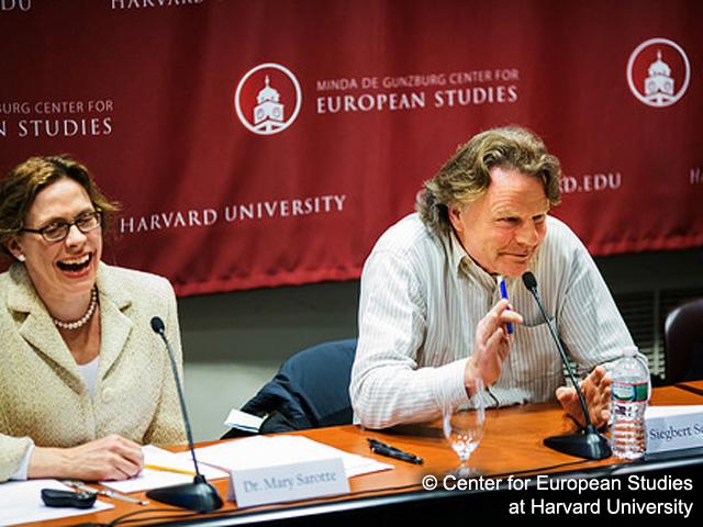 Siegbert Schefke mit Professor  Mary Elise Sarotte (Havard)