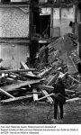 Siegbert Schefke vor einem Abriss-Haus (1987)